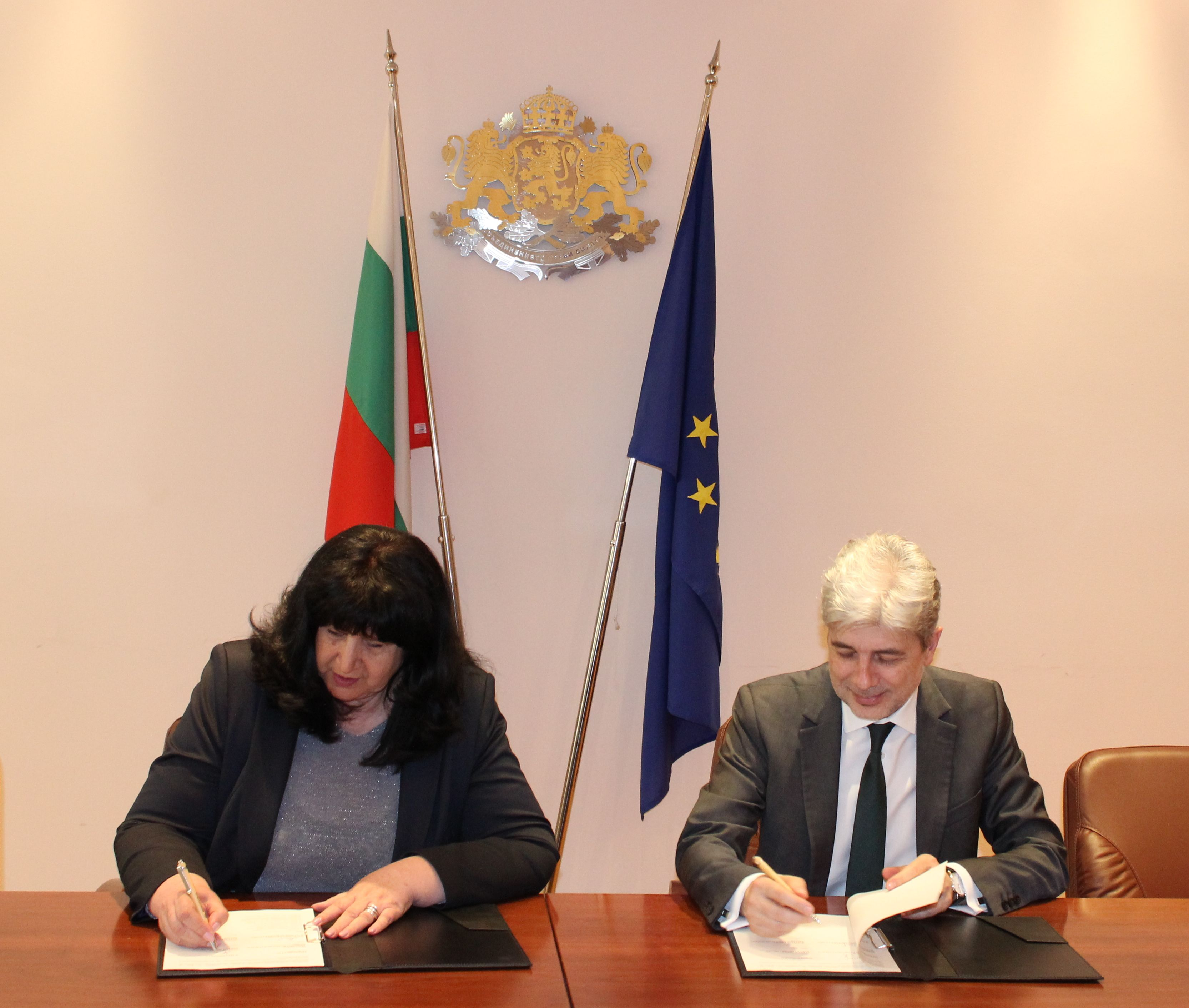 Minister Dimov signed a contract for a composting plant in Hissarya Municipality